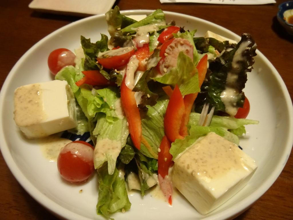生野菜と豆腐のサラダ(700円)