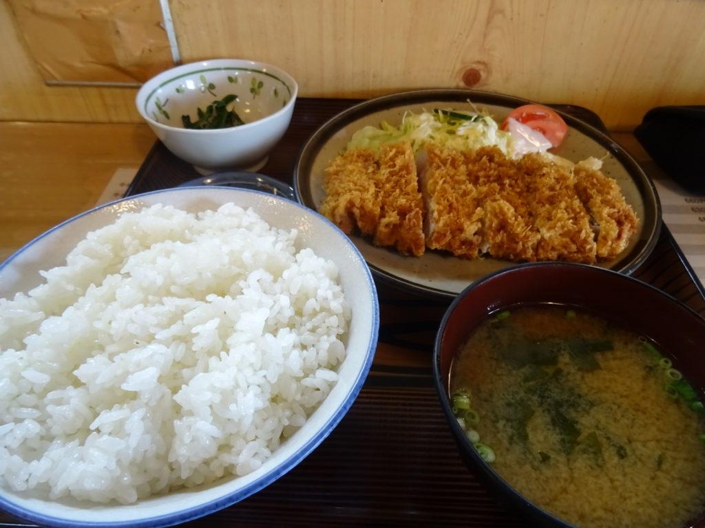 トンカツ定食(960円)