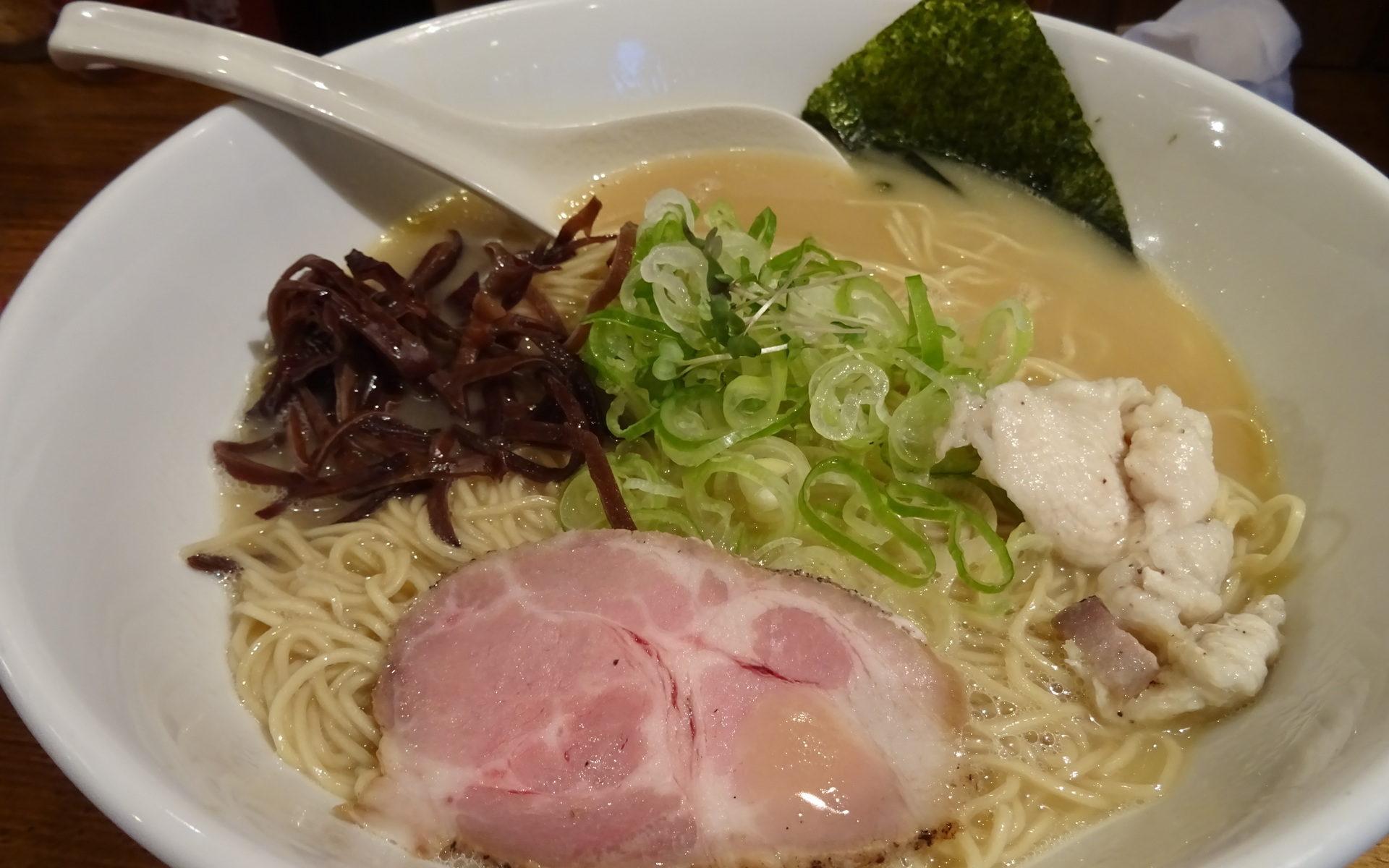 鶏白湯そば大盛り(770円)