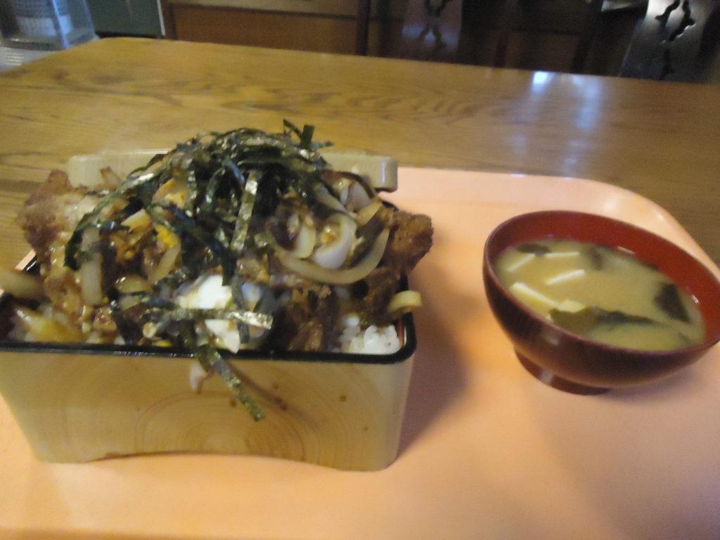 かつ丼(950円)