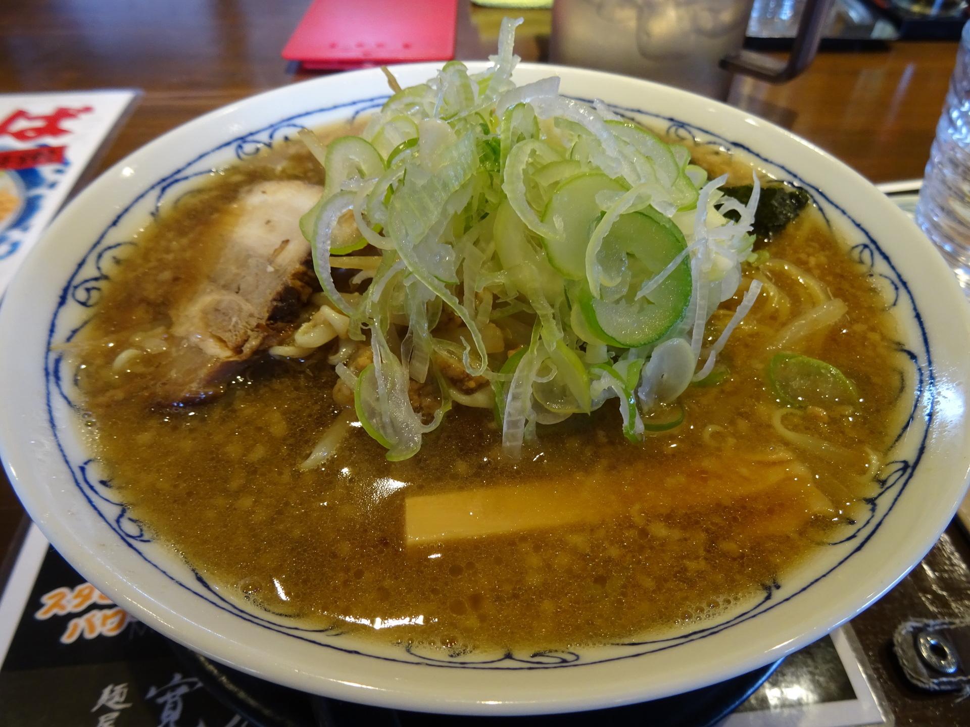 背脂黒醤油ラーメン大盛り(860円)